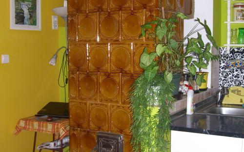 mézsárga göngytányéros cserépkályha