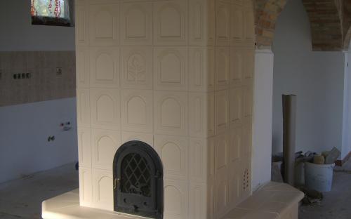 kémény köré épített cserépkályha