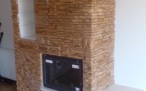2 fatárolós kandalló modern házban